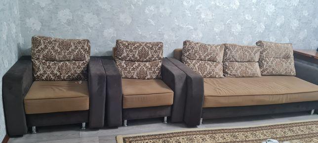 Продам диван 2 кресло,  состояние среднее , пользовались 5 лет .  Цена