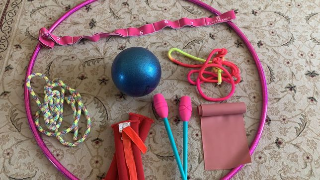 Все для гимнастики, для девочки 5-10лет.Обруч мяч булавы лента проданы