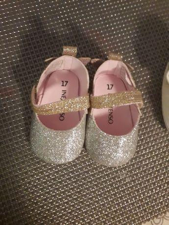 Sandalute fete foarte practice