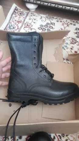Ботинки черные кожаные  размер-42