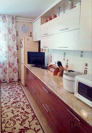 Продам 4х комн квартиру + 2 гаража