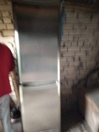 Холодильник двукамерный
