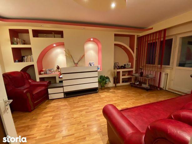 Apartament 3 camere Mioveni, et. 1, Casa de Cultura, 2 balcoane