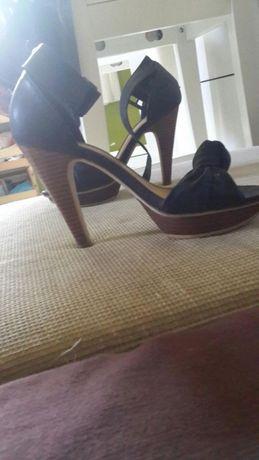 Sandale femei,înalte,mărimea 37,comode,piele ecologica.