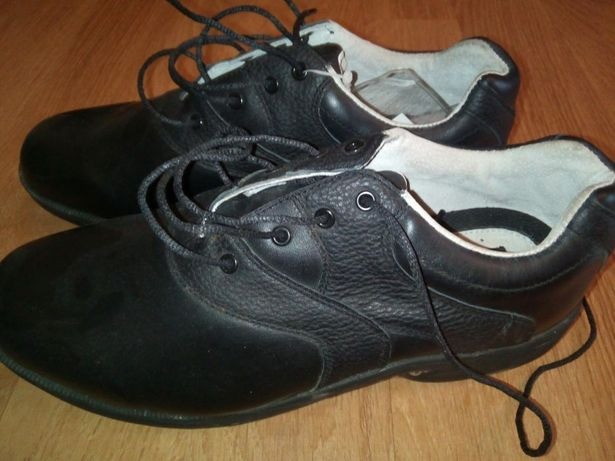 Pantofi golf noi