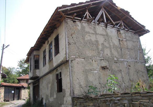 Продавам стара възрожденска къща в град Троян