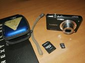 Продавам 10 мегапиксела фотоапарат Panasonic LUMIX FX35 с подарък