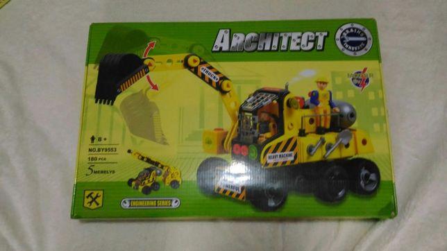 Конструктор детский, 8+ с движущимися механизмами.