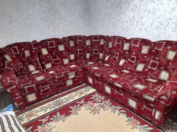 Продам диван угловой с креслом.