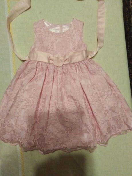 Vind rochita 2 ani roz , in stare buna .