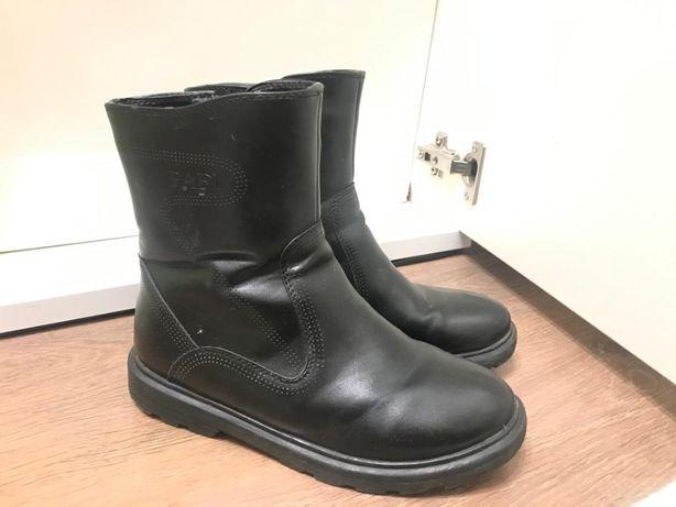 Продам детскую зимнюю ботинку для мальчиков размер 35 зимняя ботинка