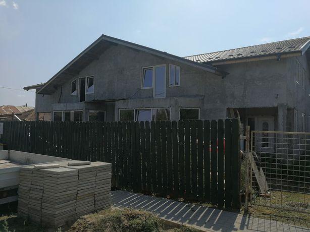 Vând casă duplex, separat sau in totalitate