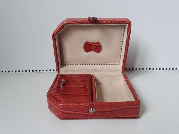 Кутия за бижута от светлокафява кожа