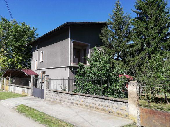 Двуетажна къща с двор в гр. Опака, обл. Търговище