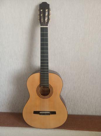 Продаю гитару в отличном состоянии.
