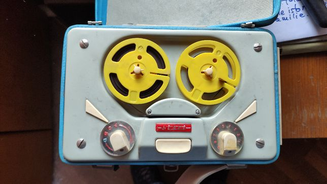 Magnetofon portabil Tesla, anii 60, vintage