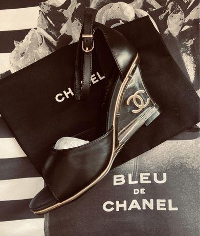Roberto Cavalli Balenciaga  Gucci Louis Vuitton Chanel