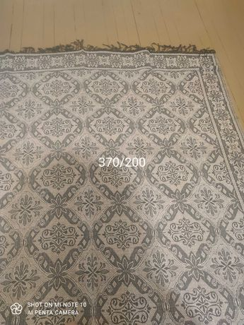 Жакардови килими ръчно тъкани