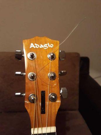 Продам аккустическую гитару.