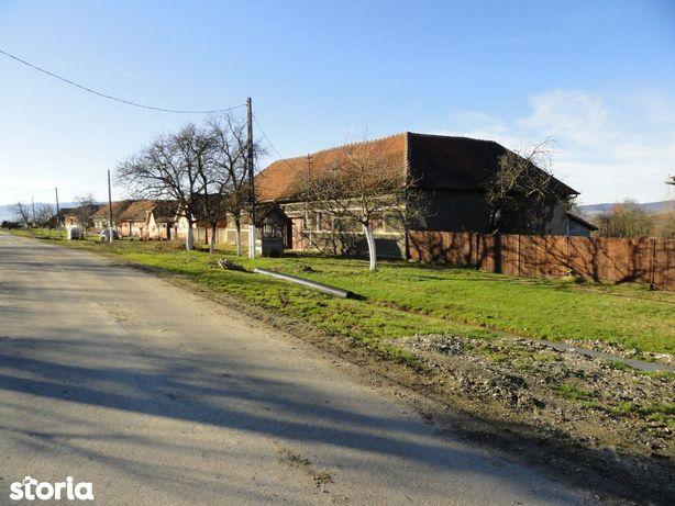 Casa solida din caramida in loc. Crocna la aproximativ 15 Km de Sebis