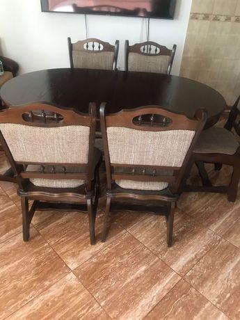 Masă extensibilă cu 6 scaune!