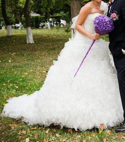 Urgent rochie mireasa cu trena deosebita