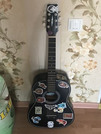 Продам акустическую гитару (madina)