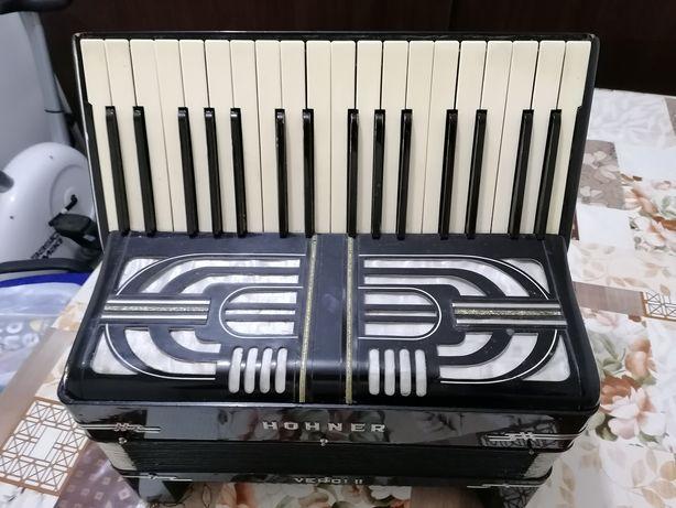 Vând sau schimb acordeon Hohner pret 380 €