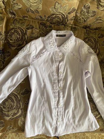 Продам школьную блузку размер 42(детский) 9-11лет