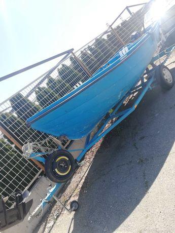 Лодка Ял4 с двигател и колесар