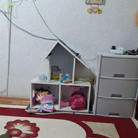Деревянный большой дом с мебелью для кукол Барби