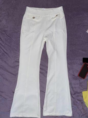 Pantaloni evazati, albi, eleganti