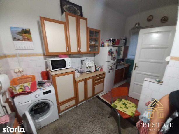 Apartament 3 camere de vanzare pe Republicii, Oradea