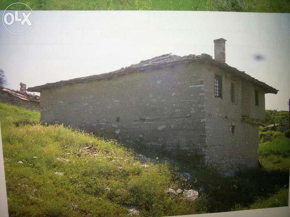 Инвестиционен имот! 8 бр.възрожденски каменни къщи и 20 дка земеделска