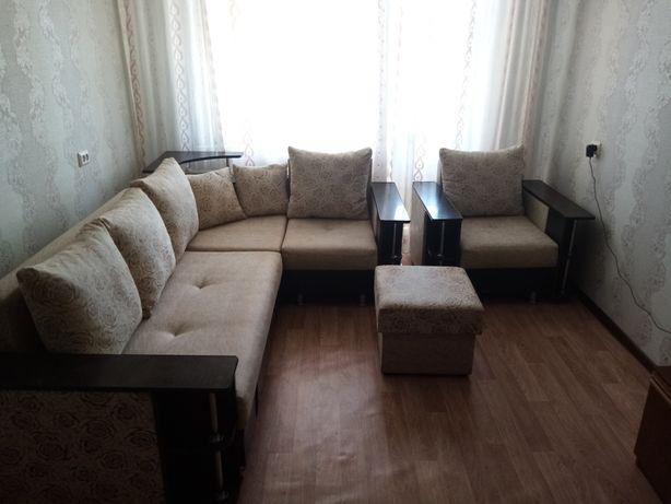 Продам угловой диван, кресло кровать и пуфик в отличном состоянии