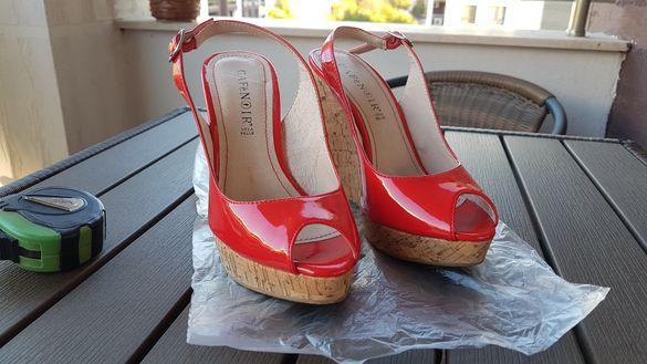Женски обувки с платформа.