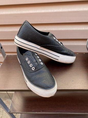 Продам слипы и сандали 39 40 размер