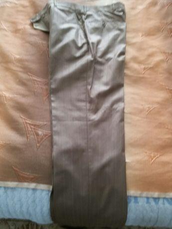Продам брюки мужской Италия в хорошем качестве.