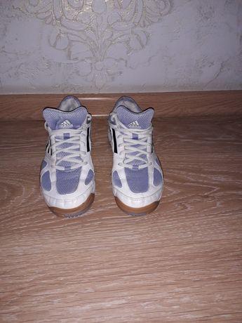Фирменные кроссовки Adidas размер 37