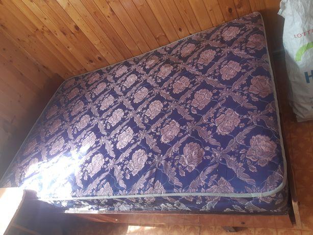 Кровать с матрасом 1.5