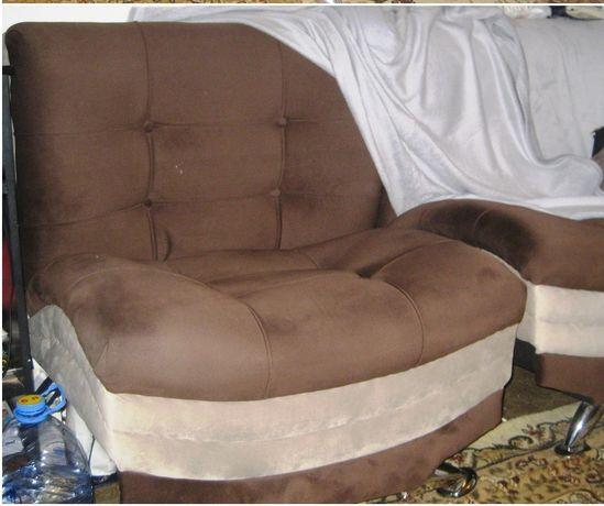 Кресло - кровать, б/у, с легким ремонтом, нужно вставить на место ножк