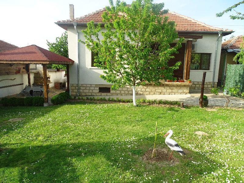 Къща за гости / стаи под наем / квартира в Крушуна и крушунските водоп с. Крушуна - image 1