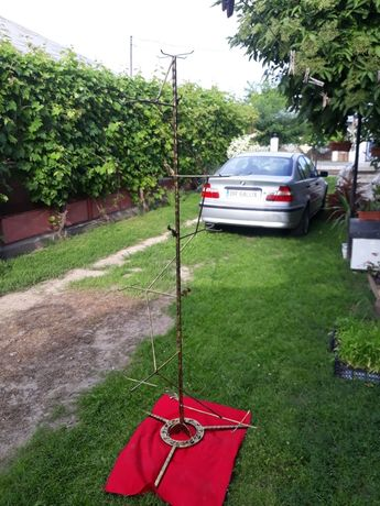 Suporti pom pentru flori din fier cu blat din material MDF