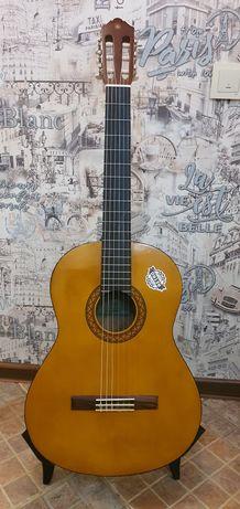 Продам классическую гитару Yamaha C40 в идеальном состоянии.