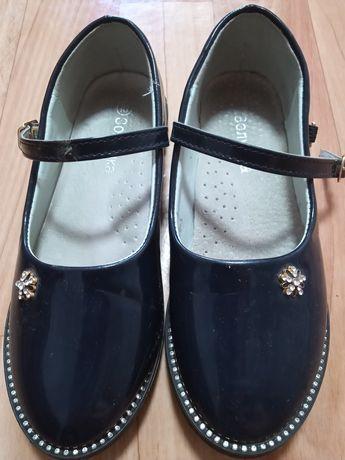 Срочно продам туфли на девочку