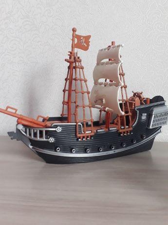 Продам корабль игрушка.