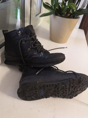 Продам ботинки спортивные зимние женские