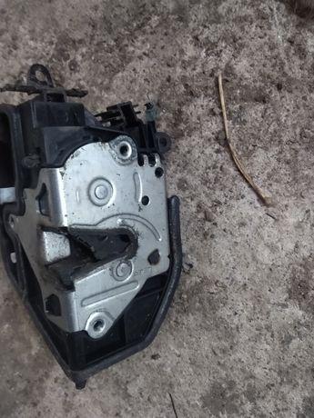 Încuietoare / actuator / broasca BMW e87 e90 e91 seria 1 / 3