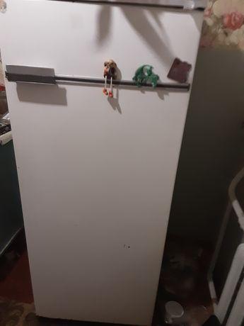 Холодильник  бирюса на запчасти, рабочий
