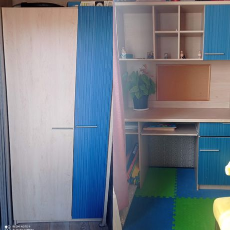 Постельный шкаф и стол с полками